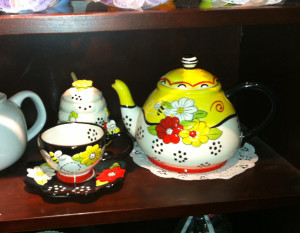 Bee-Teapot and cup